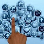 """האם """"שיתוף"""" בפייסבוק של פוסט של אדם אחר, יכול להוות בסיס לתביעת לשון הרע?"""